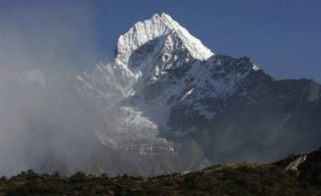 Melting glaciers threaten floods in Himalayas, Andes