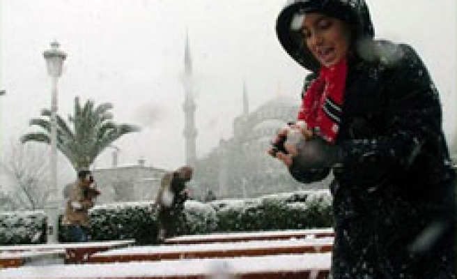 Strong storms, cold weather hit Turkey as temperatures fall