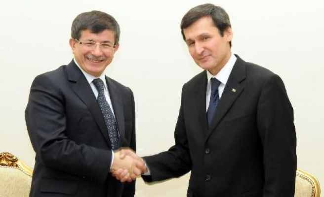 Davutoglu says Turkish, Turkmen officials to make more contacts