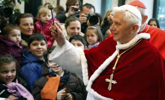 Dutch public believes Pope knew sexual abuse: poll