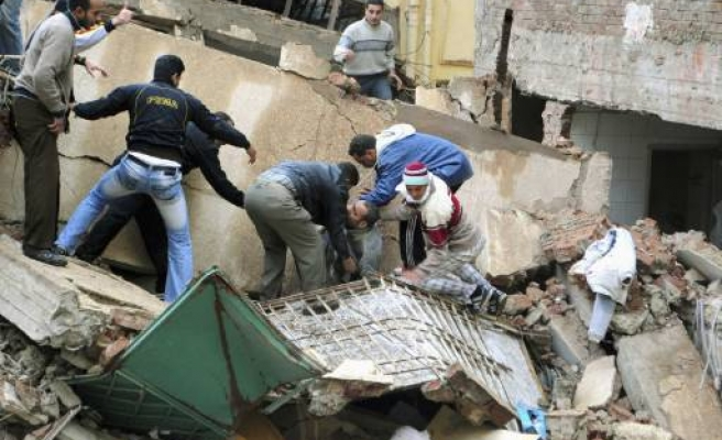 3 dead in Egypt factory collapse