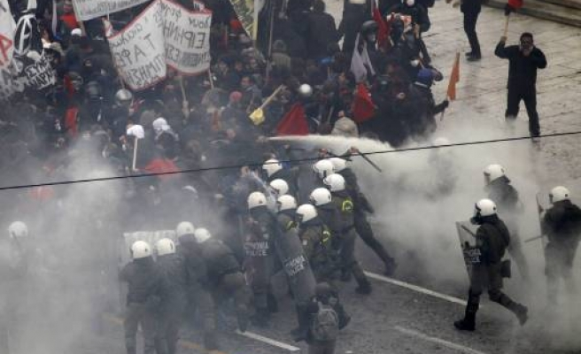Clashes as Greece approves cuts