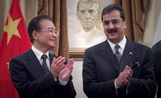 China PM in Pakistan to bolster strong ties