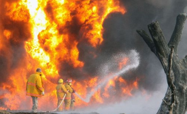 Oil blast causes deaths in Mexico