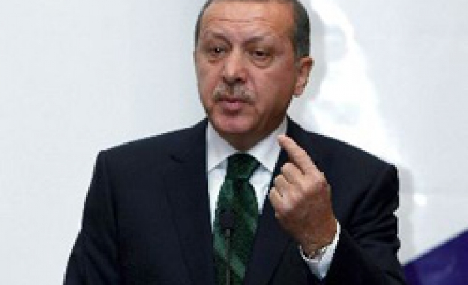 Turkey's PM leaves for Syria for Lebanon summit