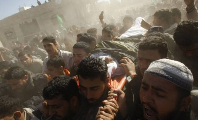 Israeli soldiers kill Palestinian fighters in besieged Gaza