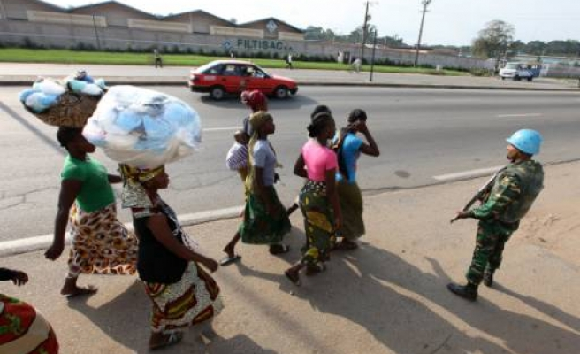 Ivorian refugees flee to Liberian border towns
