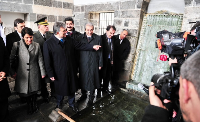 Turkish president officially at Diyarbakir sahabas tombs for first time