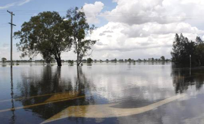 Australian floods continue to rise, towns underwater