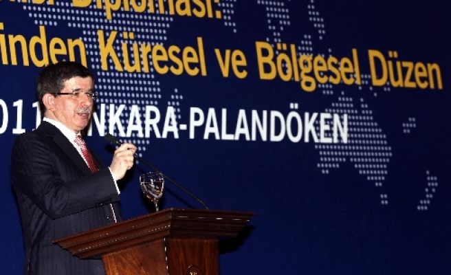 FM: opinion leaders to put Turkey among global actors