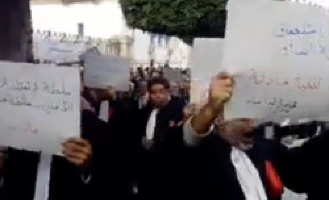 Thousands of Tunisian lawyers on strike after jobless youth