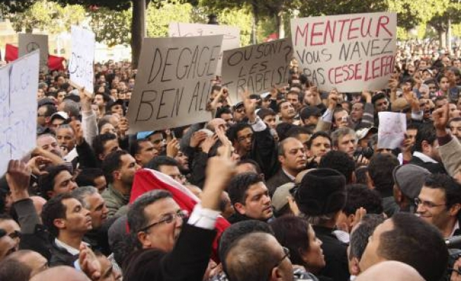 Tunisia protests demand immediate leave of President