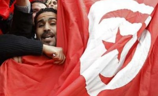 Tunisia signs amnesty for political prisoners
