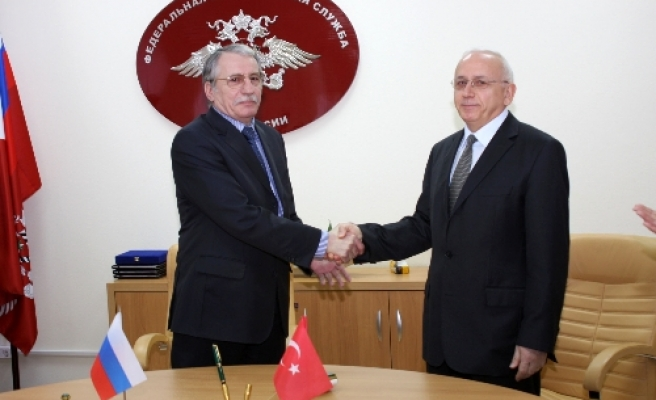 Turkey, Russia sign readmission agreement in Moscow