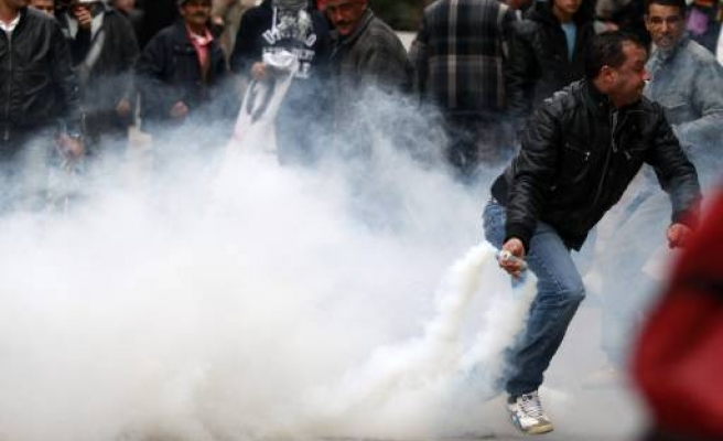 More may quit new Tunisian government