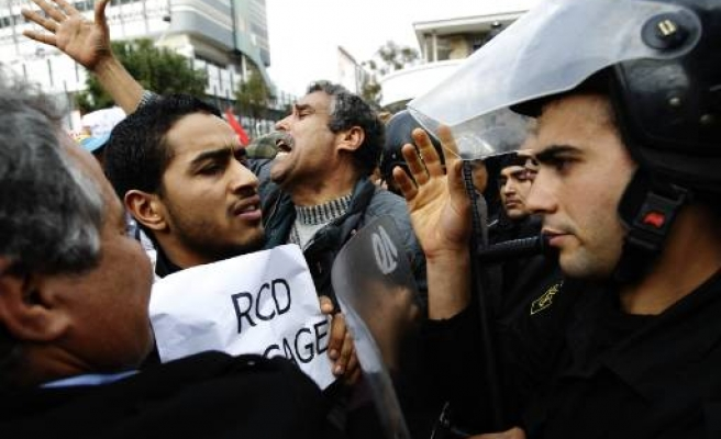 Tunisian protesters demand new govt dismiss RCD ministers