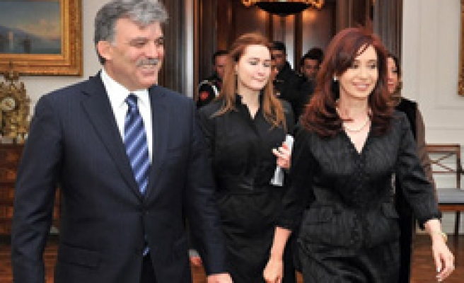 Turkey, Argentina sign deals to boost ties
