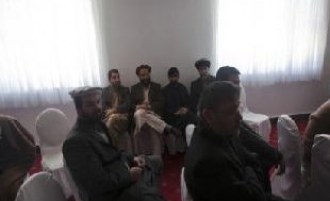 Karzai, MPs in talks to stave off parliament chaos