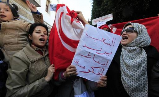 Tunisian marchers head to PM's office - UPDATED