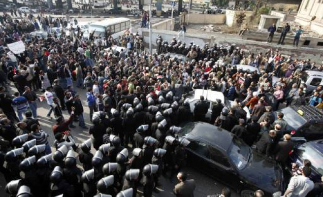 Three dead in Egypt protests against Mubarak - PHOTO