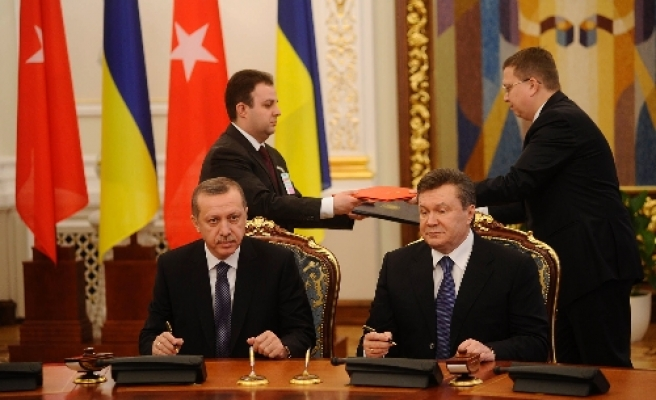 Turkey, Ukraine sign agreement about railways