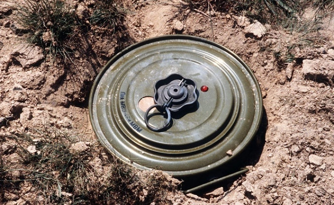 10 killed in land mine blast in northwest Pakistan