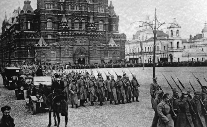 Russia's 1917 revolutions in five key moments