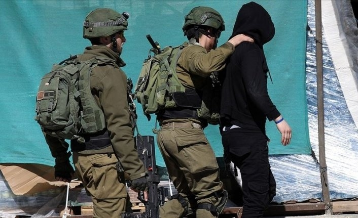 Israeli army detains 17 Palestinians across West Bank